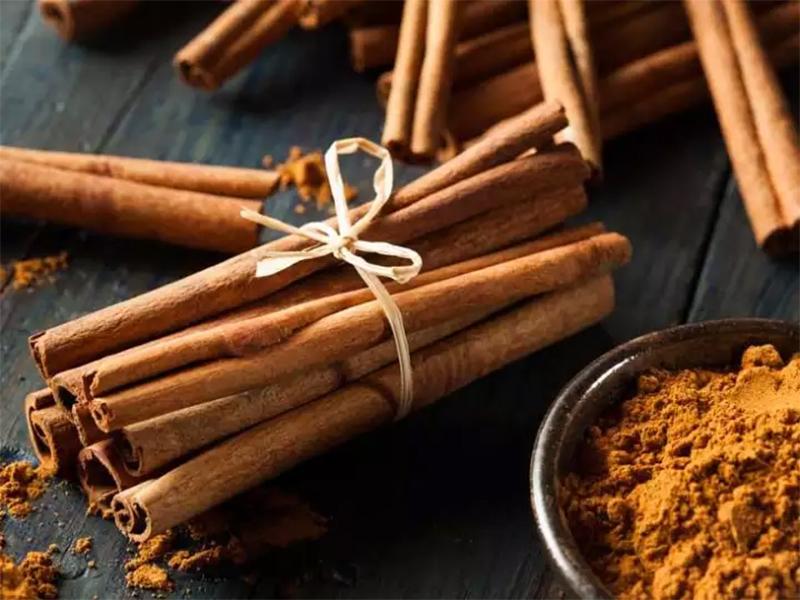 Vỏ quế được sử dụng để tạo nên nhiều món ăn ngon Bình Liêu