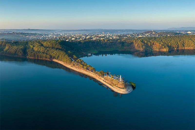 Biển Hồ - Điểm du lịch Tây Nguyên đẹp