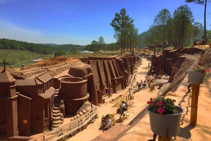 Đường hầm đất sét ở Đà Lạt